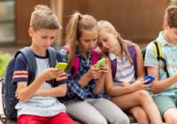 В российских школах могут запретить пользование смартфонами
